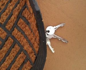 Alquiler-vacacional-llave-debajo-del-felpudo
